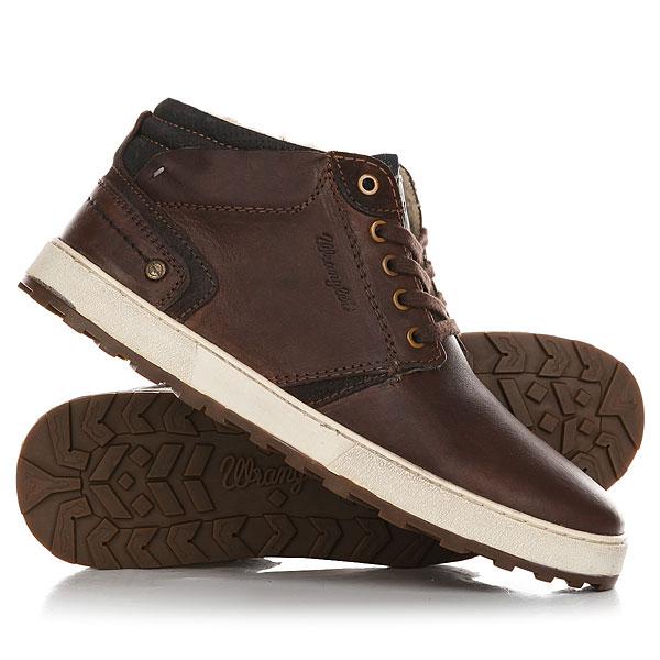 Кеды кроссовки зимние Wrangler Bruce Desert Dark BrownМужские ботинки Wrangler, модельBruce Desert- ультрамодная новинка сезона в стиле кэжуал! Модель выполнена из кожи высочайшего качества.Характеристики:Текстильная подкладка имеет терморегулирующие свойства. Мягкий манжет на заднике обеспечивает ногам максимальное удобство. Утеплитель из натурального меха.Подошва с протектором против скольжения. Цельнокроеный носок. Плоская шнуровка с тонированными металлическими люверсами. Кожаная нашивка-логотип на язычке.<br><br>Цвет: коричневый<br>Тип: Кеды зимние<br>Возраст: Взрослый<br>Пол: Мужской