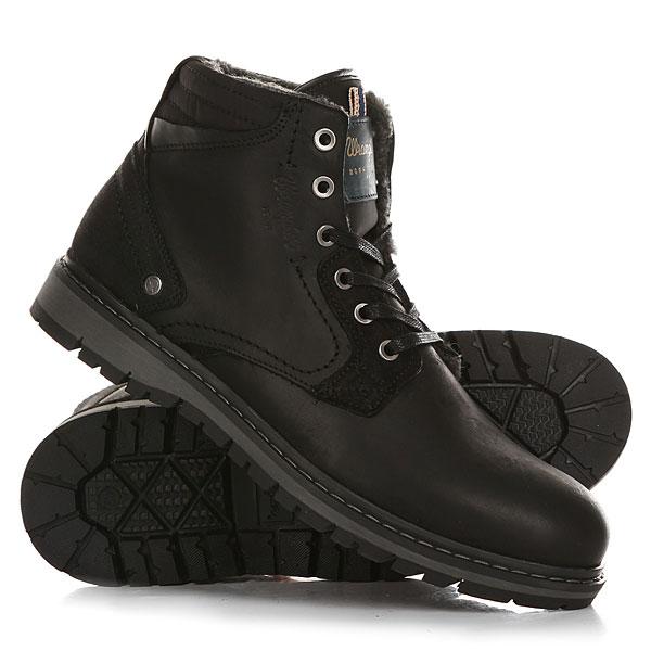 Ботинки зимние Wrangler Miwouk Fur BlackБотинки Wrangler – свобода и энергия! Для уверенно шагающих вперед молодых людей и уже давних поклонников бренда эта невероятно удобная обувь. Кожаные мужские ботинки Wrangler Miwouk от компании Wrangler – это писк этого сезона.Характеристики:Верх из натуральной кожи.Мягкая внутренняя съемная стелька из пенорезины EVA с дополнительным подпяточником.Внутренняя утепленная отделка из искусственного меха.Плоская шнуровка с тонированными металлическими люверсами.Цельнокроеный носок.Гибкая литая резиновая подошва с дополнительной прошивкой и абразивным протектором.Логотип сбоку ботинка.<br><br>Цвет: черный<br>Тип: Ботинки зимние<br>Возраст: Взрослый<br>Пол: Мужской