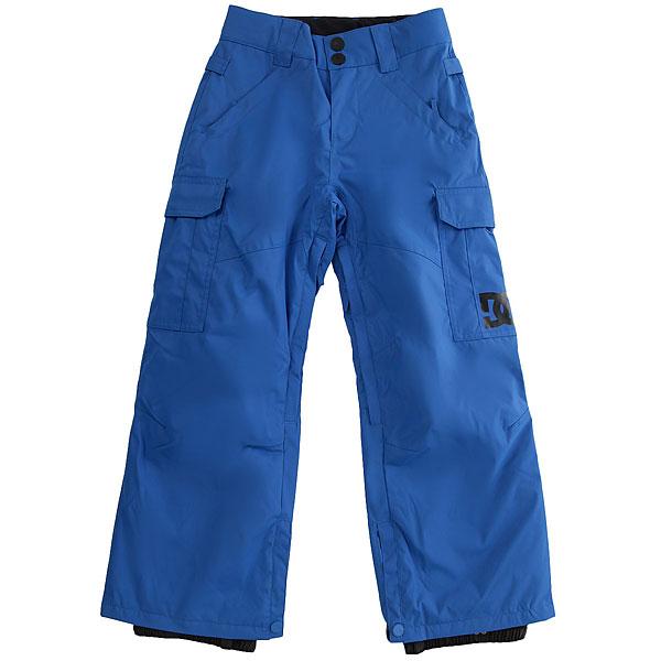 Штаны сноубордические детские DC Shoes Banshee Youth Nautical BlueДетская версия хита от DC почти ничем не отличается от взрослого оригинала за исключением, пожалуй, уплотненных коленей и немного большего объема утеплителя, что, конечно же, для детских штанов только плюс. В остальном они точно такие же - обилие карманов, проклеенные швы, возможность пристегнуть штаны к куртке и вентиляция с сетчатыми вставками. Классика, проверенная временем, они не подведут в любых условиях.Характеристики:Классический крой. Мембрана: водостойкая 10K DC WEATHER DEFENSE. Утеплитель: синтетический наполнитель (80 гр).Проклеенные в стратегических местах швы. Вентиляция с сетчатыми вставками.Подкладка из тафты. Пояс с регулировкой размера. Петли для ремня.Система пристегивания штанов к куртке. Два кармана для рук с доступом на молнии. Два накладных карго-кармана. Два кармана с клапанами сзади.Уплотненные колени. Вставка на кнопке для регулировки ширины нижней части штанины. Система утяжки края штанин для защиты их от преждевременного износа.Снегозащитные гетры с водоотталкивающей пропиткой DWR. Принт с логотипом на левом карго-кармане.<br><br>Цвет: синий<br>Тип: Штаны сноубордические<br>Возраст: Детский