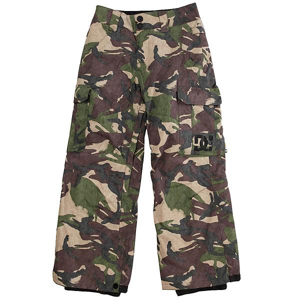 Штаны сноубордические детские DC Shoes Banshee Youth British Woodland CamДетская версия хита от DC почти ничем не отличается от взрослого оригинала за исключением, пожалуй, уплотненных коленей и немного большего объема утеплителя, что, конечно же, для детских штанов только плюс. В остальном они точно такие же - обилие карманов, проклеенные швы, возможность пристегнуть штаны к куртке и вентиляция с сетчатыми вставками. Классика, проверенная временем, они не подведут в любых условиях.Характеристики:Классический крой. Мембрана: водостойкая 10K DC WEATHER DEFENSE. Утеплитель: синтетический наполнитель (80 гр).Проклеенные в стратегических местах швы. Вентиляция с сетчатыми вставками.Подкладка из тафты. Пояс с регулировкой размера. Петли для ремня.Система пристегивания штанов к куртке. Два кармана для рук с доступом на молнии. Два накладных карго-кармана. Два кармана с клапанами сзади.Уплотненные колени. Вставка на кнопке для регулировки ширины нижней части штанины. Система утяжки края штанин для защиты их от преждевременного износа.Снегозащитные гетры с водоотталкивающей пропиткой DWR. Принт с логотипом на левом карго-кармане.<br><br>Цвет: коричневый,зеленый,бежевый<br>Тип: Штаны сноубордические<br>Возраст: Детский
