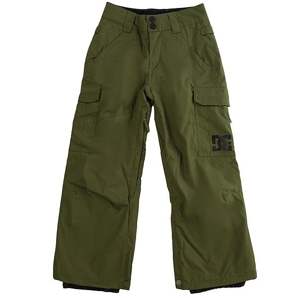 Штаны сноубордические детские DC Shoes Banshee Youth ChiveДетская версия хита от DC почти ничем не отличается от взрослого оригинала за исключением, пожалуй, уплотненных коленей и немного большего объема утеплителя, что, конечно же, для детских штанов только плюс. В остальном они точно такие же - обилие карманов, проклеенные швы, возможность пристегнуть штаны к куртке и вентиляция с сетчатыми вставками. Классика, проверенная временем, они не подведут в любых условиях.Характеристики:Классический крой. Мембрана: водостойкая 10K DC WEATHER DEFENSE. Утеплитель: синтетический наполнитель (80 гр).Проклеенные в стратегических местах швы. Вентиляция с сетчатыми вставками.Подкладка из тафты. Пояс с регулировкой размера. Петли для ремня.Система пристегивания штанов к куртке. Два кармана для рук с доступом на молнии. Два накладных карго-кармана. Два кармана с клапанами сзади.Уплотненные колени. Вставка на кнопке для регулировки ширины нижней части штанины. Система утяжки края штанин для защиты их от преждевременного износа.Снегозащитные гетры с водоотталкивающей пропиткой DWR. Принт с логотипом на левом карго-кармане.<br><br>Цвет: зеленый<br>Тип: Штаны сноубордические<br>Возраст: Детский