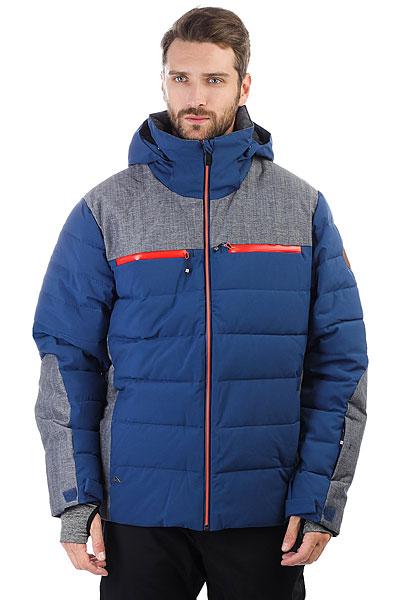 Куртка утепленная Quiksilver The Edge Estate BlueЛюбая непогода нипочем с курткой Edge. В ее арсенале – тепло от Thinsulate™, водостойкая мембрана 10 000 и швы, проклеенные в критических местах.Характеристики:Мембрана:водостойкая 15K Quiksilver DryFlight®.Материал:основной — переработанный полиэстер Repreve® (черная и синяя расцветки) + плечи и боковые панели — фактурный полиэстер (черная расцветка) + плечи и боковые панели — деним из нейлона и полиэстера (синяя расцветка). Крой:узкий (slim).Утеплитель:наполнители PrimaLoft® Gold Luxe и PrimaLoft® Black Eco (100 г).Подкладка:эластичная джерси из лайкры и легкая тафта. Карабин для ключей.Капюшонс регулировкой размера — и отстегивается. Противоснежная юбка:эластичная (не отстегивается) + застегивается на кнопки. Система пристегивания:куртку и штаны можно пристегнуть друг к другу. Карманы:внутренние карманы для скипасса, катальной маски и медиаустройств + фланель для протирки фильтра маски в кармане. Вентиляция:сеточные вставки под мышками. Манжеты:гейтеры из лайкры.<br><br>Цвет: синий,серый<br>Тип: Куртка утепленная<br>Возраст: Взрослый<br>Пол: Мужской