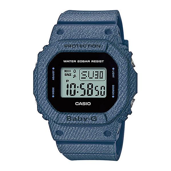 Кварцевые часы Casio G-Shock Baby-g bgd-560de-2eКомпания Casio представляет пополнение в универсальной коллекции BABY-G DENIM на базе модели BGD-560, которая рассчитана на поклонниц любых современных стилей, ведь этой осенью деним снова в моде! Джинсы давно стали предметом первой необходимости в гардеробе современной девушки. Смелость и свобода – именно таким характером обладают часы из коллекции BABY-G DENIM.Характеристики:Ударопрочная конструкция защищает от ударов и вибрации. Электролюминесцентная подсветка. Благодаря электролюминесцентной панели, обеспечивающей освещение всего циферблата, облегчается считывание данных. Характеризуется наличием функции задержки отключения, благодаря которой электролюминесцентная подсветка горит еще несколько секунд после отпускания кнопки освещения. Мировое время. Обеспечивает отображение текущего времени в некоторых городах и определенных регионах мира. Формат времени 12/24 Время может отображаться как в 12-часовом, так и в 24-часовом формате. Секундомер (1/100 сек. макс. 1 час) Точное измерение истекшего времени касанием кнопки. Дробь соответствует величине, с точностью до которой производится измерение, а число часов - максимально измеряемому времени. Сплит-таймер. Таймер обратного отсчета (1 мин. макс. 24 час.) Секундомер, работающий в обратном направлении: при окончании отсчета (0 минут, 0 секунд) издается 10 секундный сигнал. Цифры указывают интервал и максимальное время для установок обратного отсчета. Включение/выключение звука кнопок.При желании звук кнопок при переходе из одного режима в другой может быть выключен. При этом звук будильника и таймера обратного отсчета будет работать независимо от этого.Ежедневный сигнал, ежечасный сигнал (5) Ежедневный сигнал звучит каждый день в установленное вами время. Число показывает, сколько ежедневных сигналов имеется.Функция ежечасного сигнала обеспечивает подачу звукового сигнала при наступлении каждого нового часа. Полностью автоматический календарь. Автоматически учитываются м
