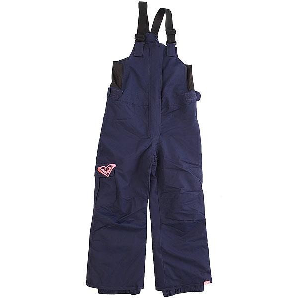 Штаны сноубордические Roxy Lola PeacoatИдеальный вариант для утепленной зимней куртки - штаны с высокой спинкой и нагрудником, ведь в таком комплекте Ваш ребенок точно не замерзнет. У них удобные регулируемые лямки, проклеенные швы и мембранная ткань, пояс с регулировкой размера и регулируемая длина штанин, которая позволит использовать их на протяжении не одного сезона. Конечно, это далеко не все (полный список технологий можно посмотреть ниже), но перечислять все здесь не имеет смысла. Продуманная и удобная модель в отличной расцветке - Roxy как всегда на высоте. Характеристики:Стандартный крой. Мембрана: водостойкая 10K Roxy DryFlight®.Материал: саржа из полиэстера, эластичные боковые панели из лайкры. Утеплитель: синтетически наполнитель 80 г.Проклеенные в стратегических местах швы. Подкладка из тафты и трикотажа с начесом в зоне пояса. С высокой спинкой и нагрудником. Эластичные регулируемые лямки. Пояс с регулировкой размера. Система «на вырост» (брючины штанов с регулировкой длины растут вместе с ребенком!). Накладной карго-карман на правой штанине. Застегивается на молнию по всей длине. Снегозащитные гетры. Вышитый логотип на кармане. Тканая этикетка с логотипом на левой штанине.<br><br>Цвет: синий<br>Тип: Штаны сноубордические<br>Возраст: Детский