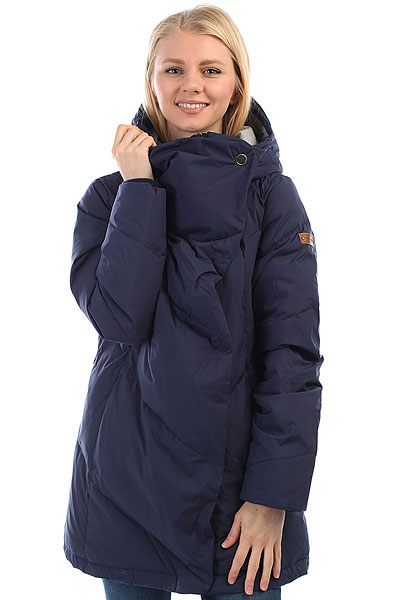 Куртка женская Roxy Abbie PeacoatС пуховиком ABBIE от ROXY можно с полной уверенностью сказать, что Вы окончательно стали независимы от погодных условий. Теперь Вы можете совершать длительные зимние прогулки с нужным уровнем комфорта и тепла, ведь под влагостойкой дышащей тканью ROXY DryFlight® 5K скрывается натуральный утеплитель из гусиного пуха с показателем 600 Fill Power, который обеспечит невесомое утепление в широком диапазоне температур.Асимметричный спереди фасон подчеркнет Вашу индивидуальность..Характеристики:Свободный крой.Асимметричный спереди фасон. Технология водостойкости ROXY DryFlight® 5K (5000/5000). Пуховый наполнитель 600 Fill Power (70% пуха и 30% пера). Подкладка из шамбре. Боковые карманы на молнии. Стильный просторный капюшон. Манжеты в рубчик. Молния по всей длине.<br><br>Цвет: Темно-синий<br>Тип: Куртка<br>Возраст: Взрослый<br>Пол: Женский