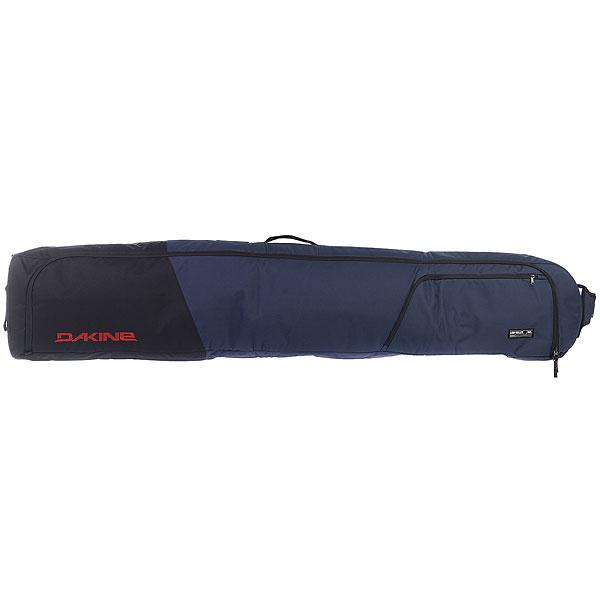 Чехол для сноуборда Dakine Low Roller Snowboard Bag Dark NavyЕсли вы любите в предвкушении поездки бодро ходить по аэропорту катая за собой чехол с самым дорогим и легко обруливая препятствия, то ваш выбор – Low Roller.Технические характеристики: Материал - полиэстер 600D.Вмещает 2 доски или 1 с установленными креплениями, 1 пару ботинок и верхнюю одежду.Стеганая подкладка по всему контуру для защиты доски.Ручки со всех сторон для удобства транспортировки и погрузки.Съемная сумка для ботинок.Основная застежка на молнию YKK №10 с возможностью блокировки.Надежные полиуретановые колеса увеличенного размера, диаметр 9 см.Наружный карман на молнии.Обеспечивает плотную упаковку вещей для облегчения хранения.Вес 3 кг.<br><br>Цвет: Темно-синий<br>Тип: Чехол для сноуборда<br>Возраст: Взрослый<br>Пол: Мужской