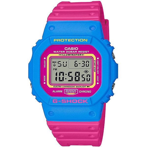 Электронные часы Casio G-Shock Dw-5600tb-4b Blue/PinkПрактичные и удобные часы на каждый день в спортивном дизайне.Технические характеристики: Электролюминесцентная подсветка.Ударопрочная конструкция защищает от ударов и вибрации.LED-индикатор.Функция секундомера- 1/100 сек. - 24 часа.Таймер - 1/1 сек. - 24 часа.Будильник с многофункциональными звуковыми сигналами.Автоматический календарь.12/24-часовое отображение времени.Минеральное стекло.Корпус из полимерного пластика.Ремешок из полимерного материала.Срок службы аккумулятора 2 года.<br><br>Цвет: синий,Темно-розовый<br>Тип: Электронные часы<br>Возраст: Взрослый<br>Пол: Мужской