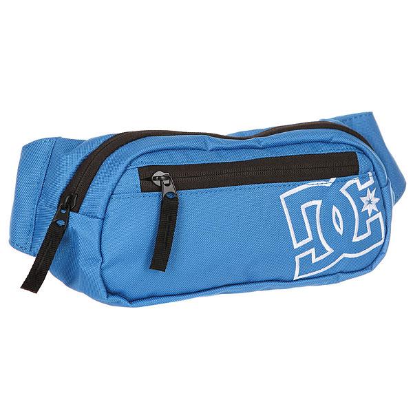 Сумка поясная DC Farce CampunulaС поясной сумкой DC Farce можно забыть о необходимости иметь множество карманов в Вашей летней одежде. Ведь все они заменяются этим идеальным аксессуаром, позволяющий держать все самое необходимое под рукой. Основное отделение с карабином для ключей, специальный карман для мобильного телефона, задний и передний карманы для мелочей - в ней с удобством разместится все то, что Вам потребуется при выходе из дома.Характеристики:Одно основное отделение с карабином для ключей внутри. Карман для мобильного телефона. Небольшой задний карман.Небольшой передний карман. Логотип спереди.<br><br>Цвет: голубой<br>Тип: Сумка поясная<br>Возраст: Взрослый<br>Пол: Мужской