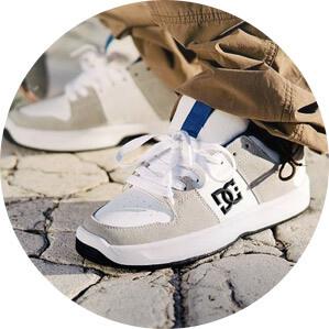 45 моделей  кроссовок