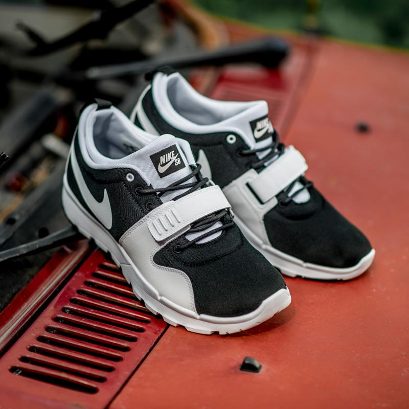 detailed look 65a2f 316b7 Кроссовки Nike SB Trainerendor Black White