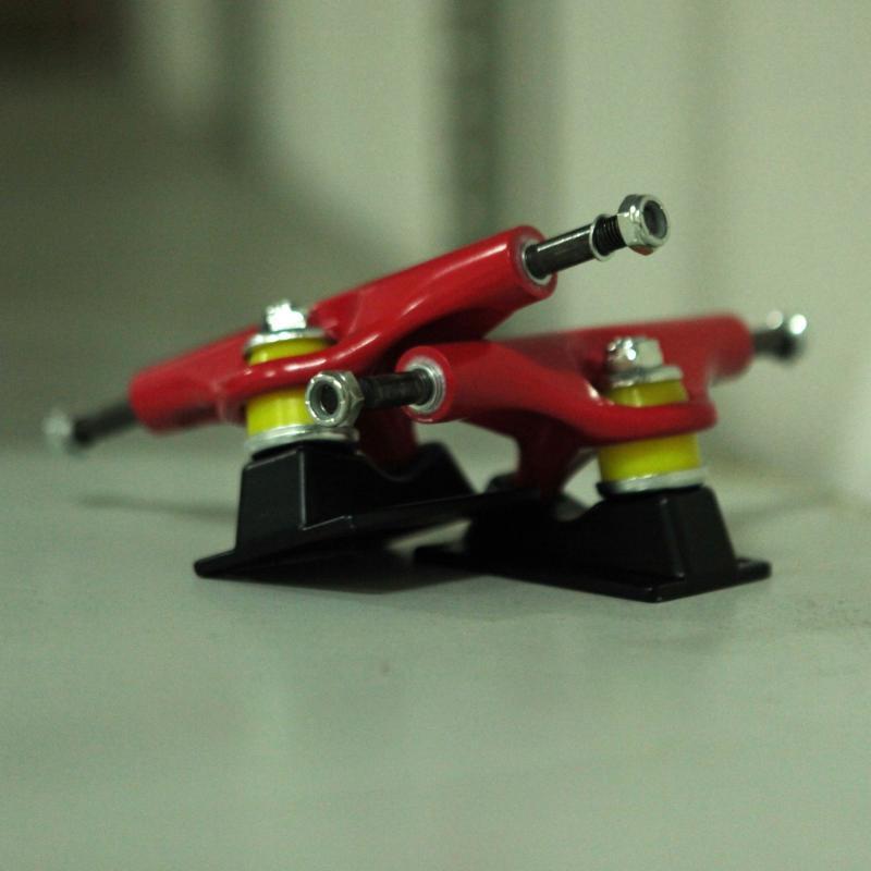 Подвески для скейтборда 2шт. Юнион Подвески 129 Black/Red 5.125 (20 см)